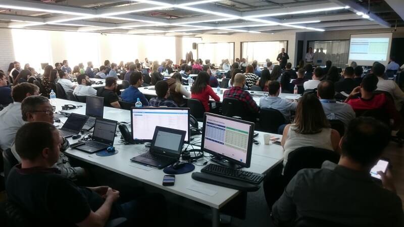 Diretores e colaboradores traçam um panorama do Mercado Eletrônico em mais uma reunião trimestral
