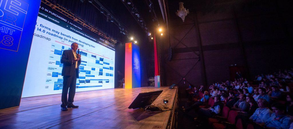 Holger Schiele no palco do ME B2B Summit