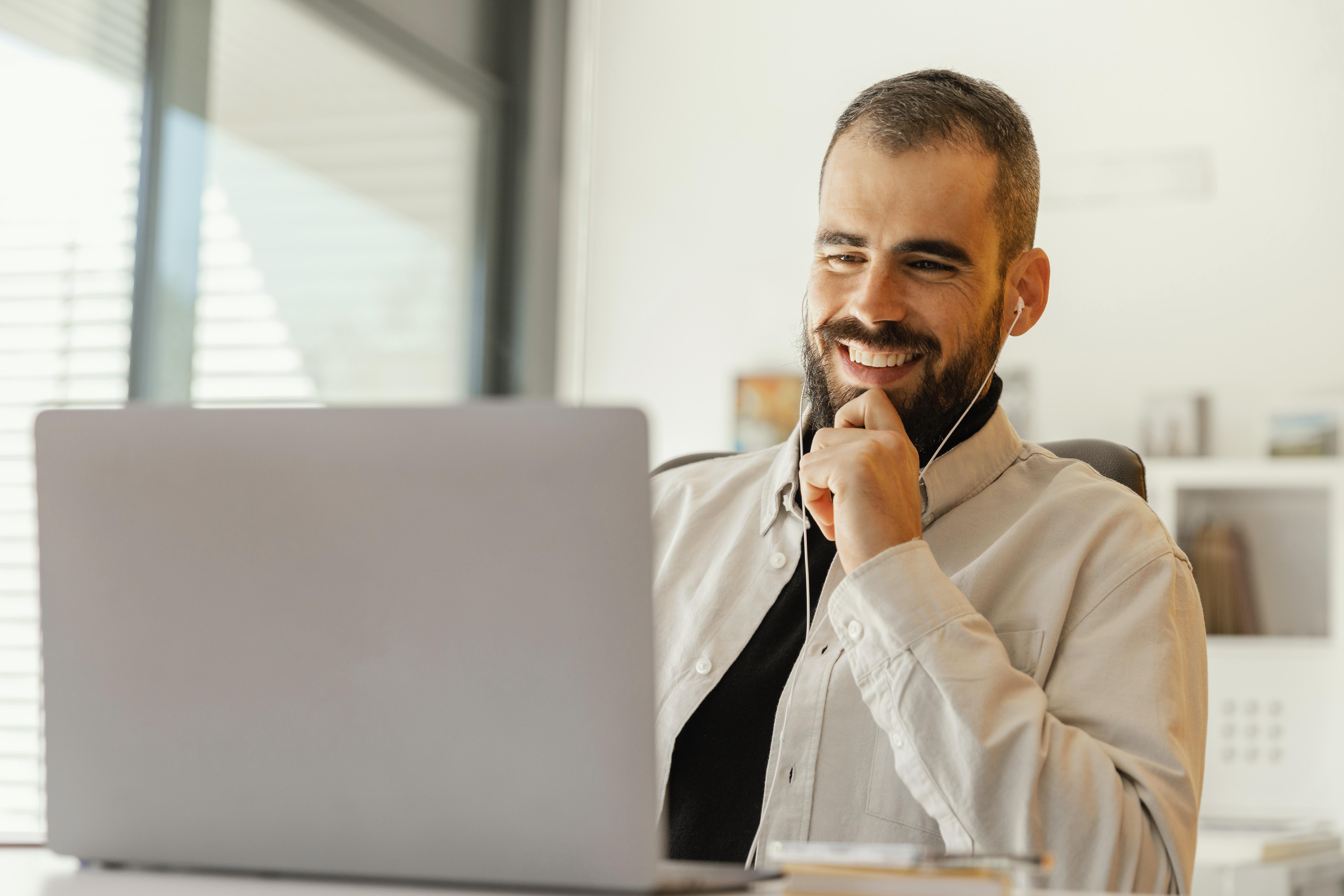 Comprador acessa conteúdos gratuitos do especial do mês do trabalho
